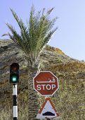 Ampel und Stop-Schild