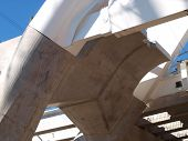 pic of calatrava  - The massive abutment transition base is fitted with the first pieces of the equally massive arches on the I - JPG