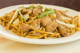pic of lo mein  - Authentic Chinese chicken lo mein noodles at a restaurant - JPG