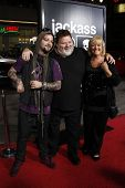 LOS ANGELES - 10 de abril: Bam Margera, April Margera, Phil Margera na estréia Jackass 3D realizada no Gr
