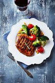 Grilled turkey fillet with broccoli, sweetcorn and tomato