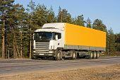 camión amarillo - Ver imágenes similares de esta serie de