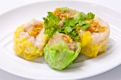 Steamed Green And Yellow Dumplings