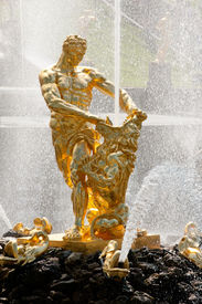 picture of samson  - Famous Samson and the Lion fountain in Peterhof - JPG