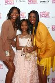 LOS ANGELES - FEB 23:  Actress Quvenzhane Wallis, mother and sister attend the 2013 Film Independent