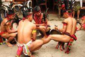 Calle Panagbenga baile 2013 en la ciudad de Baguio, Filipinas
