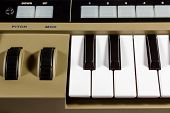 Keys piano synthesizer
