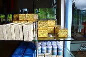 Rack with Golden Ceylon tea