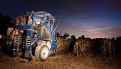 Night Time Agriculture Fruit Harvest Grape Harvesting Machine Food Picker