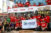 LOS ANGELES - OCT 25:  Shameless, House of Lies, Cast, Staff at the Habitat for Humanity build by Showtime's