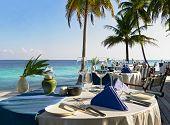 Tabelleneinstellung im Strandrestaurant