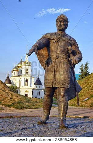 Monument to Yuri Dolgoruky museum