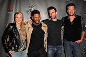 LOS ANGELES - MAY 8:  Shakira, Usher, Adam Levine, Blake Shelton arrives at