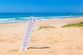 foto of temperature  - The heat on the beach - JPG