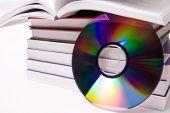 Audiolibro concepto - pila de libros y Cd