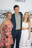 LOS ANGELES - JAN 8:  Melissa Joan Hart, Nick Robinson, Taylor Spreitler at the People's Choice Awar