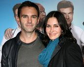 LOS ANGELES - NOV 20:  Johnny McDaid, Courteney Cox at the