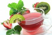 foto of iced-tea  - Strawberry Kiwi Tea with fresh strawberries and kiwis - JPG