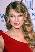 Taylor Swift at the EIF's Women's Cancer Research Fund's