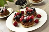 Tartlets with chocolate mousse and fresh berries