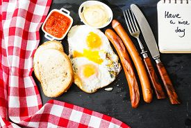 image of pommes de terre frites  - Lunch time with eggs and fried sausages - JPG