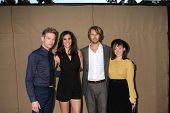 LOS ANGELES - 29 de JUL: Barrett Foa, Daniela Ruah, Eric Christian Olsen, Renee Felice Smith chega um