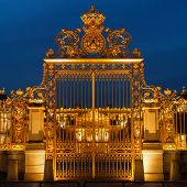 picture of versaille  - Golden gate of Versailles palace at night - JPG