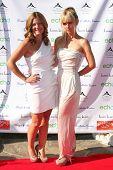 LOS ANGELES, 11 de julho: Daniella Peters & Birgit C. Muller chega a Birgit C. Muller moda Sho