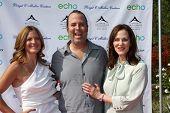 LOS ANGELES, 11 de julho: Daniella Peters, marido Chris Peters, com sua mãe Lesley Ann Warren arriv