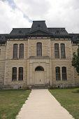 Palacio de Justicia de blanco