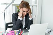foto of concentration  - Young beautiful business woman trying to concentrate looking at laptop monitor - JPG