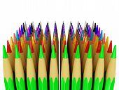 Mehrere Reihen von Buntstiften