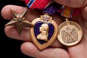 Coração de roxo de exploração do homem, defesa nacional e Bronze medalhas de guerra
