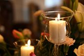 Soothing candlelit floral arrangment