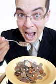 Empresário engraçado comer dinheiro