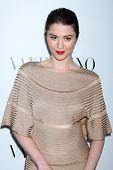LOS ANGELES - 27 de MAR: Mary Elizabeth Winstead llega a la apertura de Beverly Hills de Valentino en la