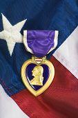 Coração roxo na bandeira dos EUA