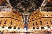 Galleria Vittorio Emanuele - Milão - interrior atirou sem pessoas na