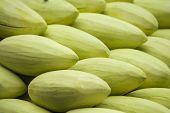 Mango asiático verde pelado