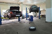 Image of a car repair garage