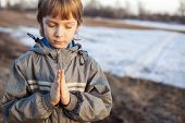 Photo boy at prayer