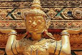 Постер, плакат: details in the Buddhist temple the deity