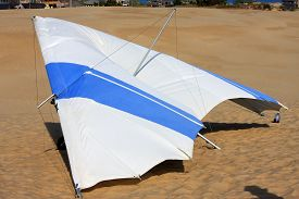 image of glider  - hang glider on the dunes at Jockeys Ridge - JPG