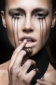 pic of gothic girl  - Beautiful girl with creative makeup in Gothic style and the threads of eyes - JPG