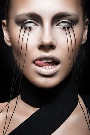 foto of gothic girl  - Beautiful girl with creative makeup in Gothic style and the threads of eyes - JPG