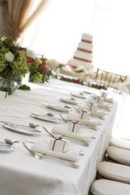foto of wedding table decor  - fancy table setting during a wedding - JPG