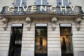 Givenchy - Paris Shopping
