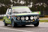 Leiria, Portugal - 20 de abril: Alberto Pereira unidades Bmw 1602 durante um dia de Rally Verde Pino 20