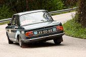 Leiria, Portugal - 20 de abril: João Pina unidades Bmw 1602 durante um dia de Rally Verde Pino 2012, em