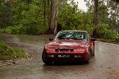 Leiria, Portugal - 21 de abril: Paulo Ribeiro Drives A Porsche 944 Turbo durante dia dois de Rally Verde